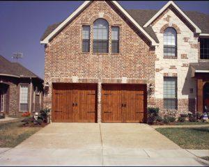 Kodiak DGS TX, Premium Wood Carriage Garage Doors